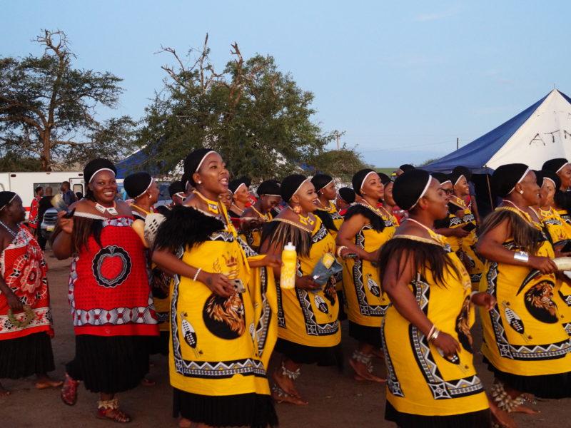 Die Ehefrauen des Königs von Eswatini und die Kinder und Enkelkinder